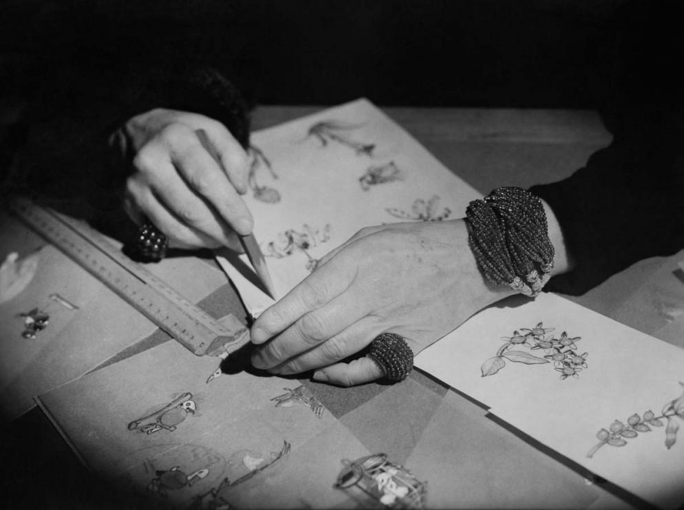 Les mains de la joaillière Jeanne Toussaint