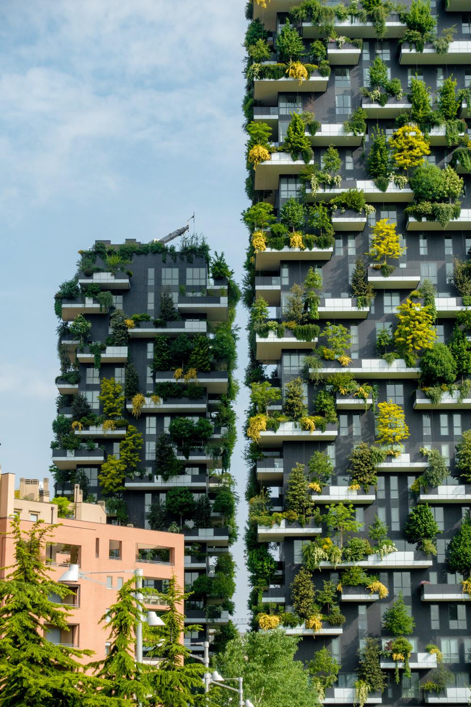 architettura-sostenibile-2_Boeri_bosco_verticale_daniel_sessler_unsplash