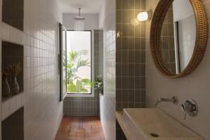Bagno piccolo con doccia: 15 idee dalle case degli architetti