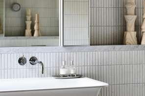 Le piastrelle bianche in bagno non tramontano mai